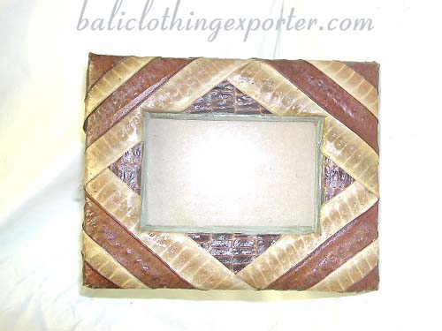 Handcrafted picture frame, photo accessories, artistic frames, family memories, photography